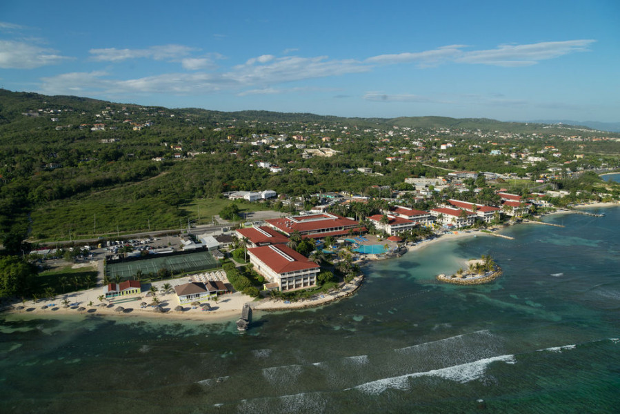 holiday inn jamaica casino review